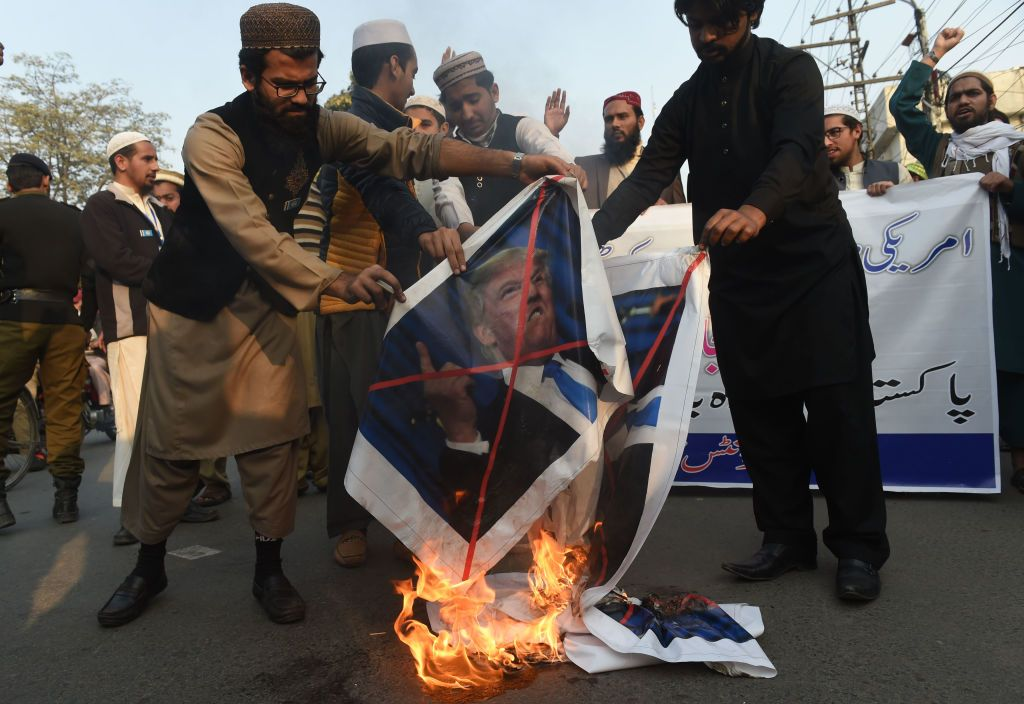 10518_Pakistan_Protests_Trump