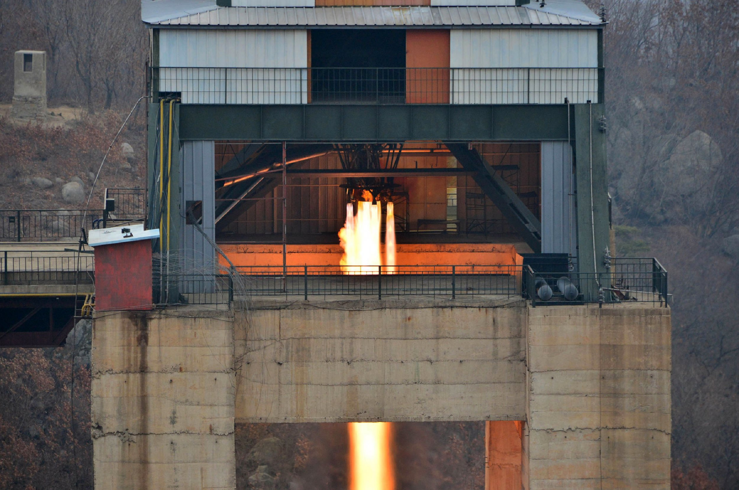 01_05_North_Korea_rocket_engine