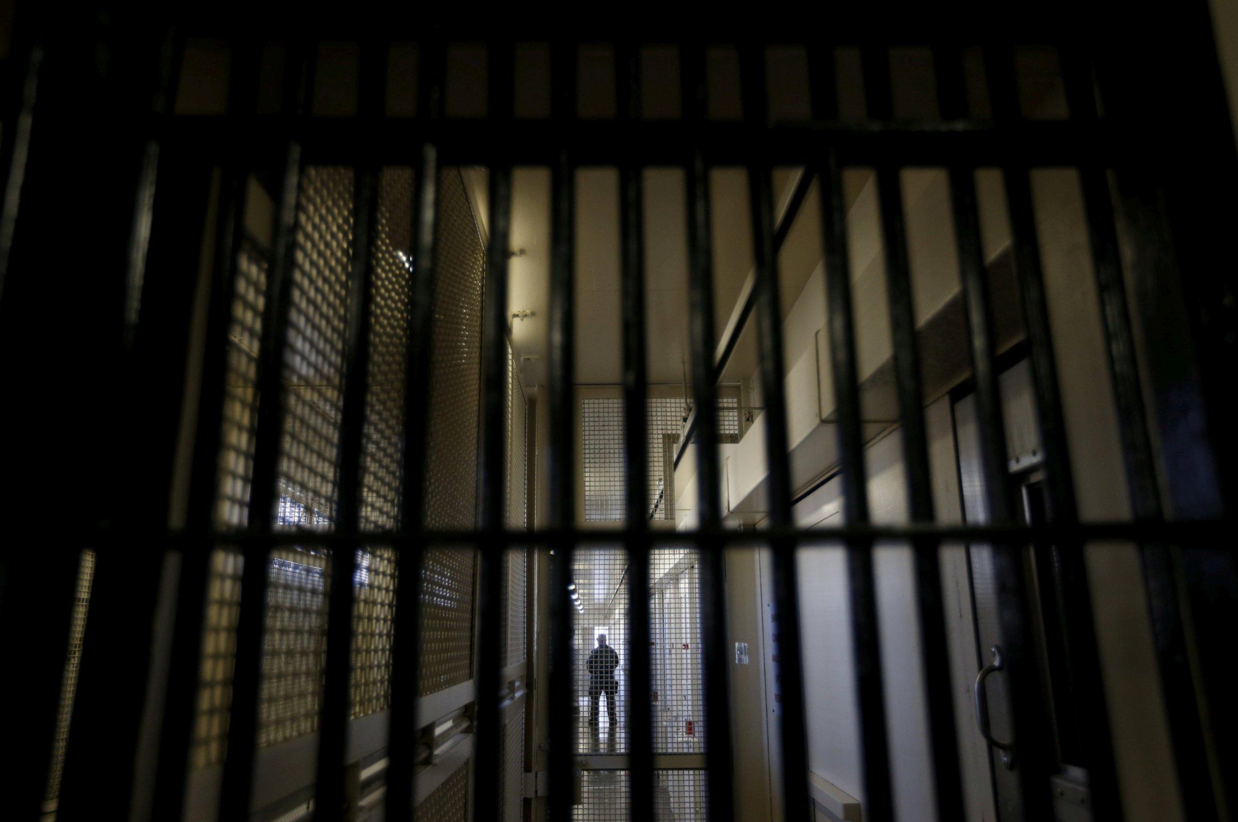 1_8_Prison_Library_Jim_Crow
