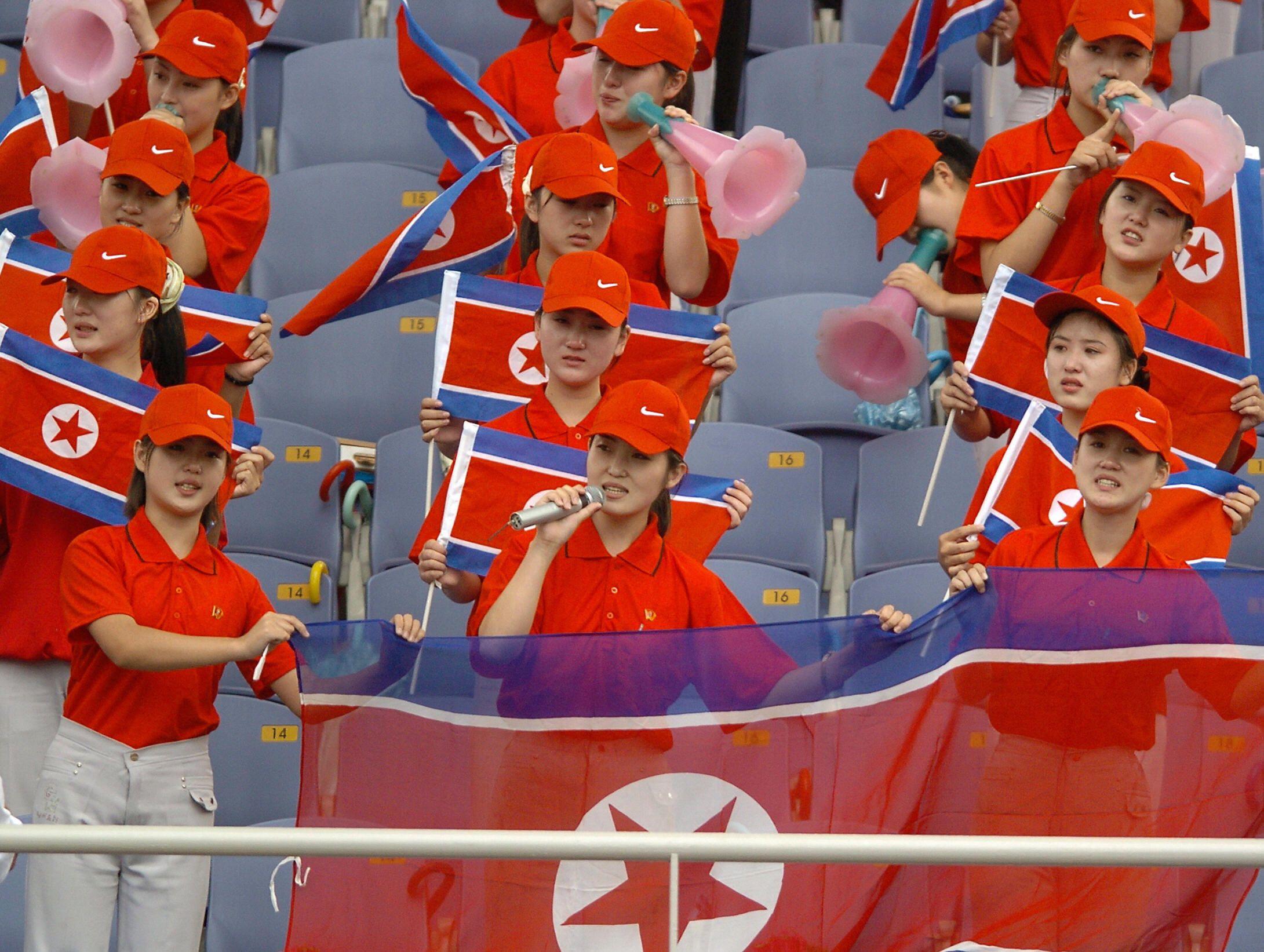 01_09_cheerleaders