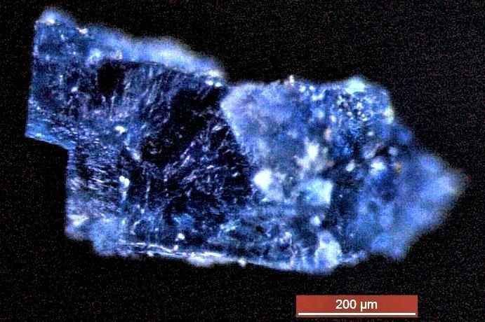 01_10_meteorite_halite_sample