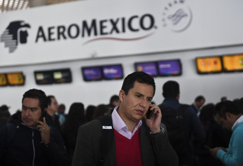 1_11_Mexico_Airport