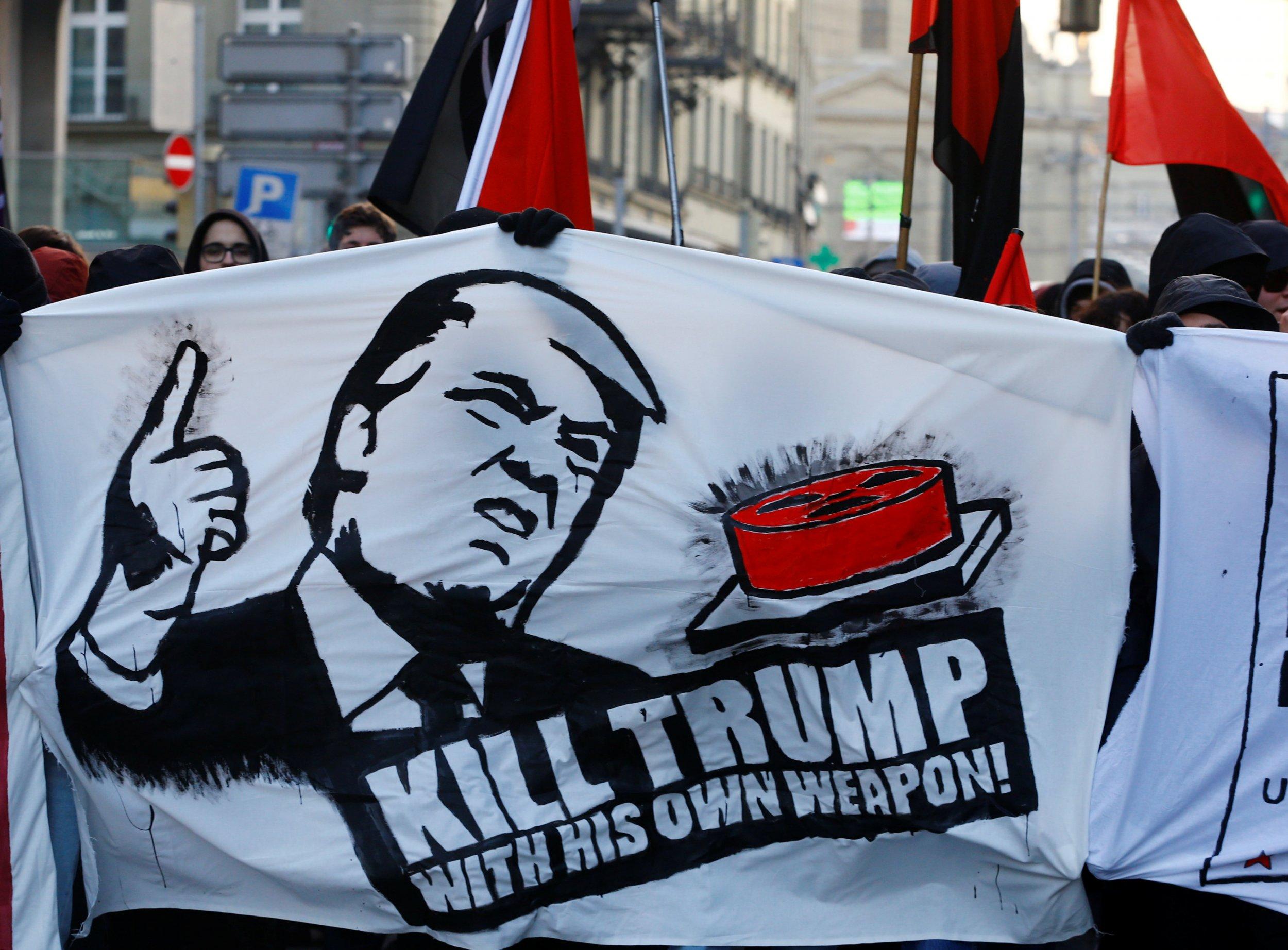 01_14_Trump_banner