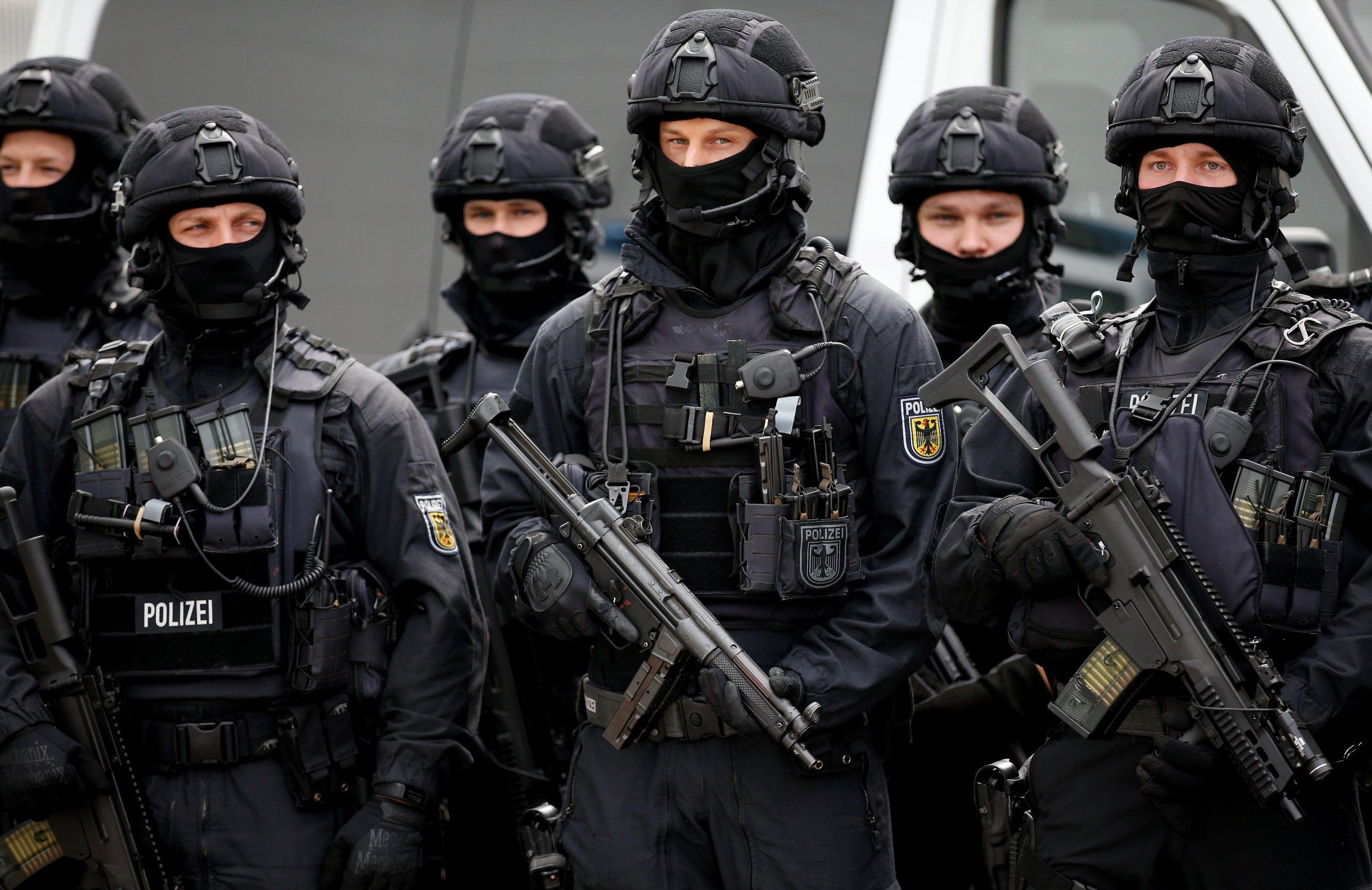 01_15_Germany_Police