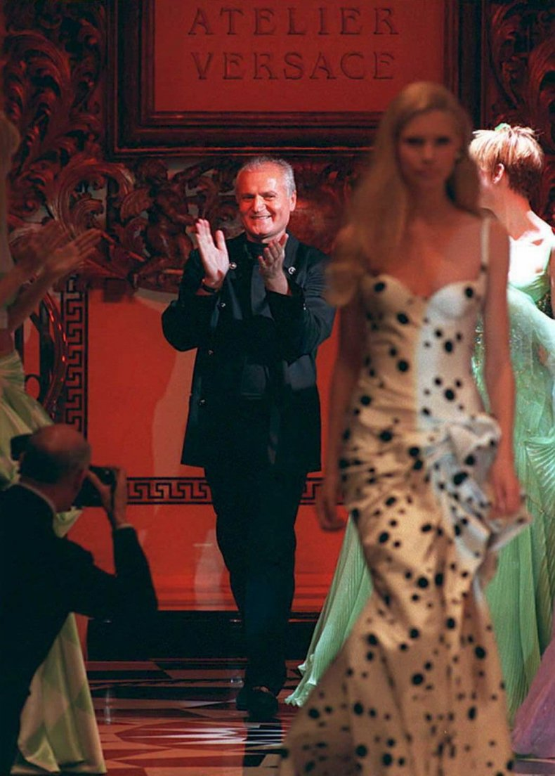 Gianni Versace presents atelier collection in 1995