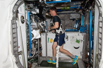 01_17_astronaut_exercise_treadmill
