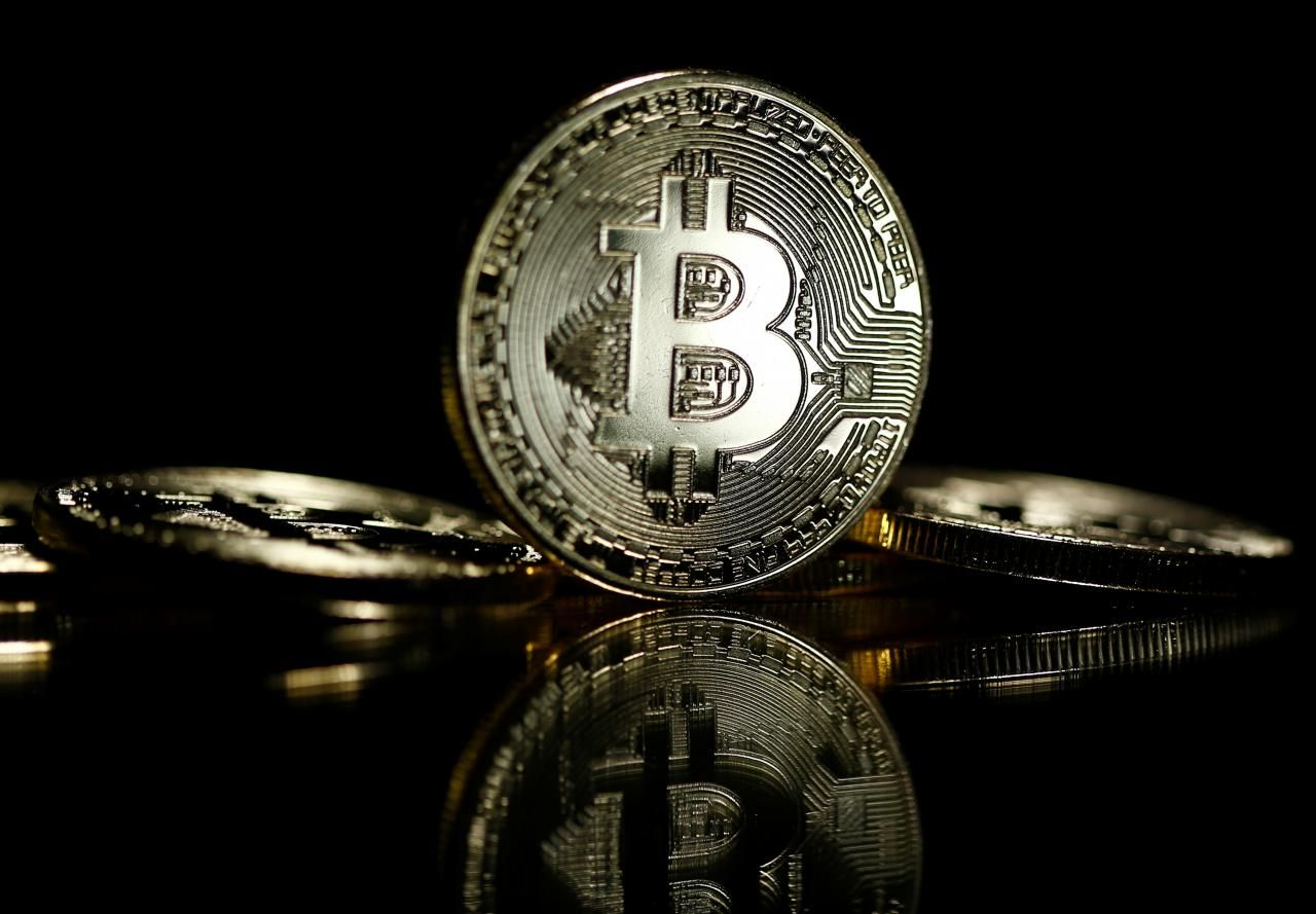 """Is this """"Ponzi scheme scammer"""" to blame for bitcoin's price crash?"""