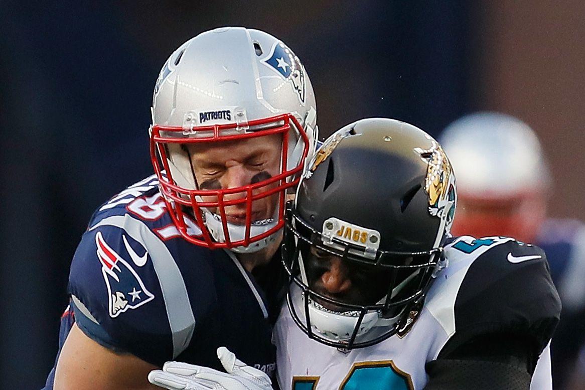 New England Patriots tight end Rob Gronkowski, left.