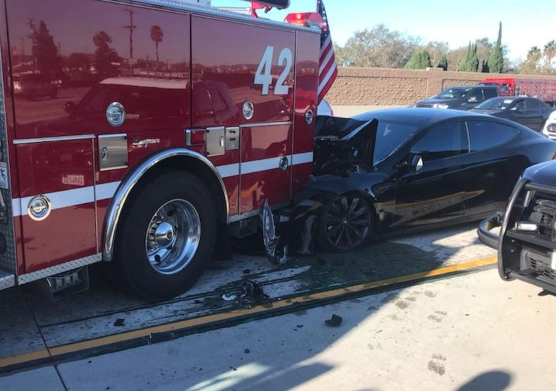 tesla model s autopilot crash fire