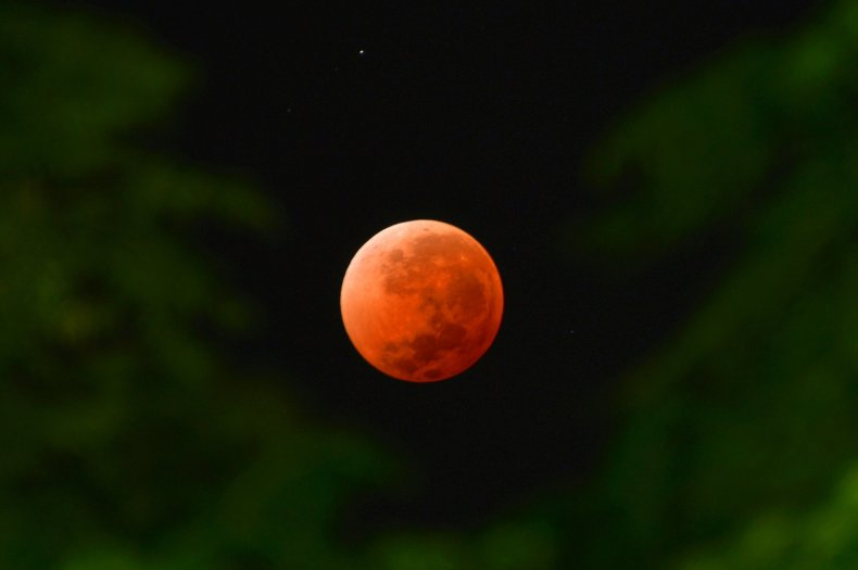 1_24_Total lunar eclipse
