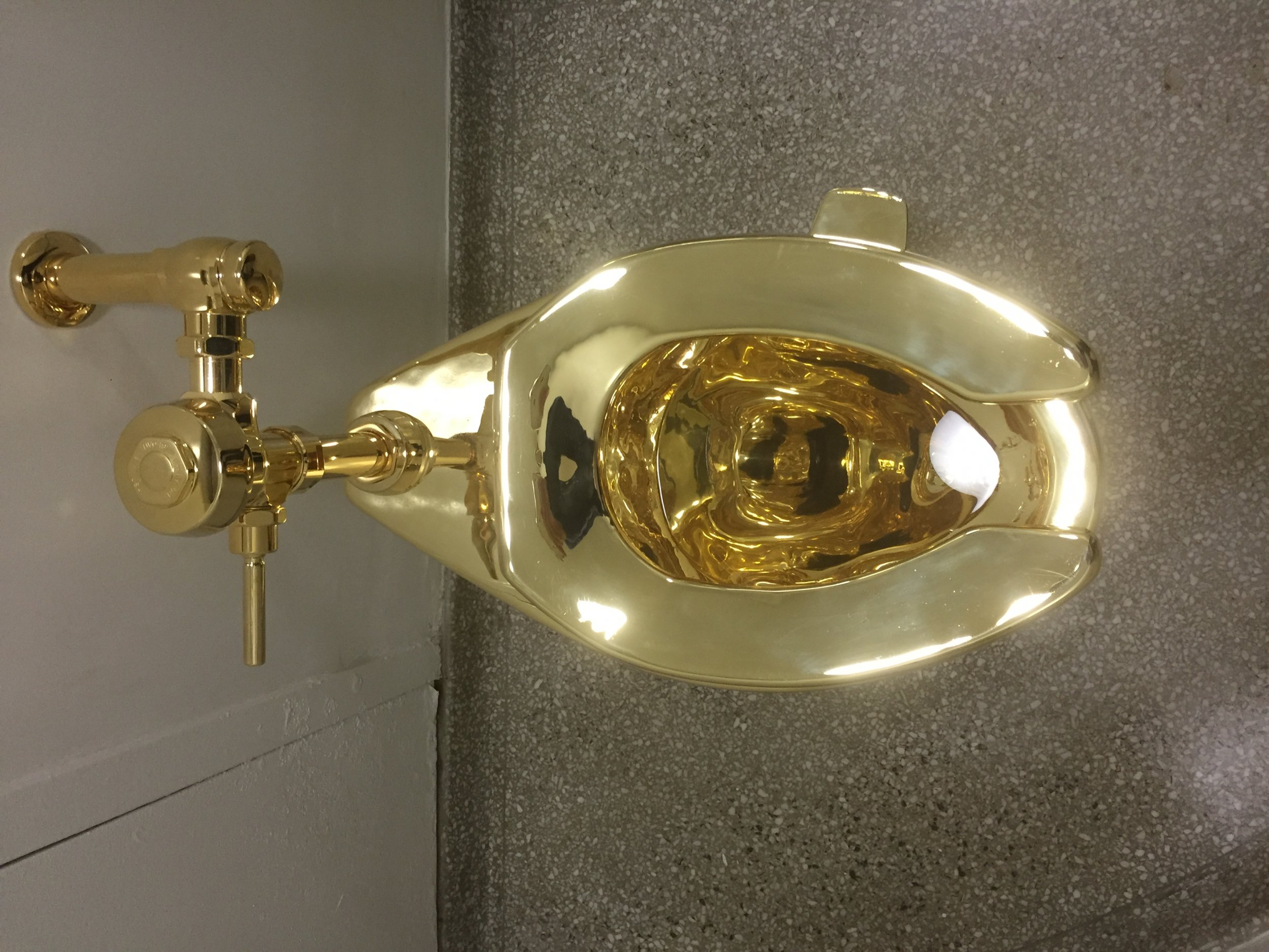 Sensational Donald And Melania Trump Offered A Used Gold Toilet After Inzonedesignstudio Interior Chair Design Inzonedesignstudiocom
