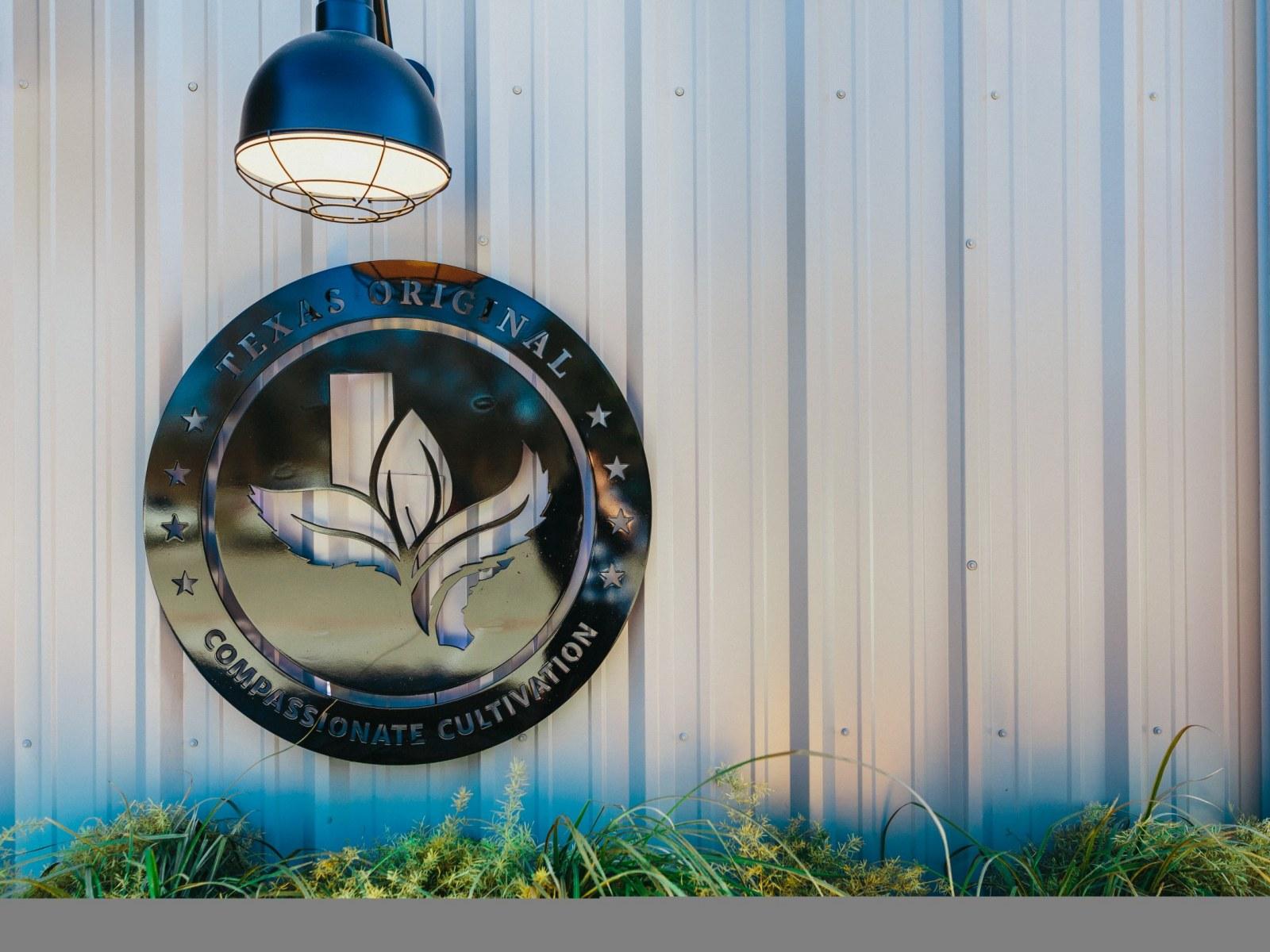 Texas' First Marijuana Dispensary Spurs Hope of Republicans
