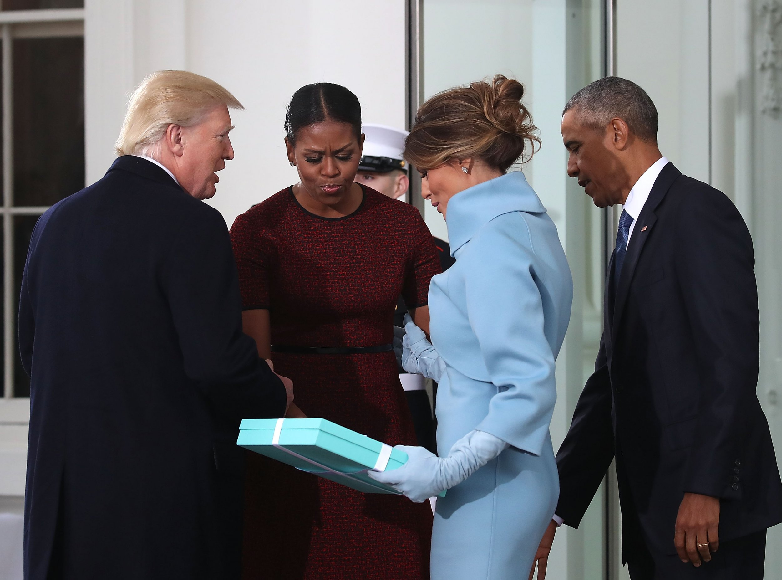 Melania Trump gives Michelle Obama a Tiffany box