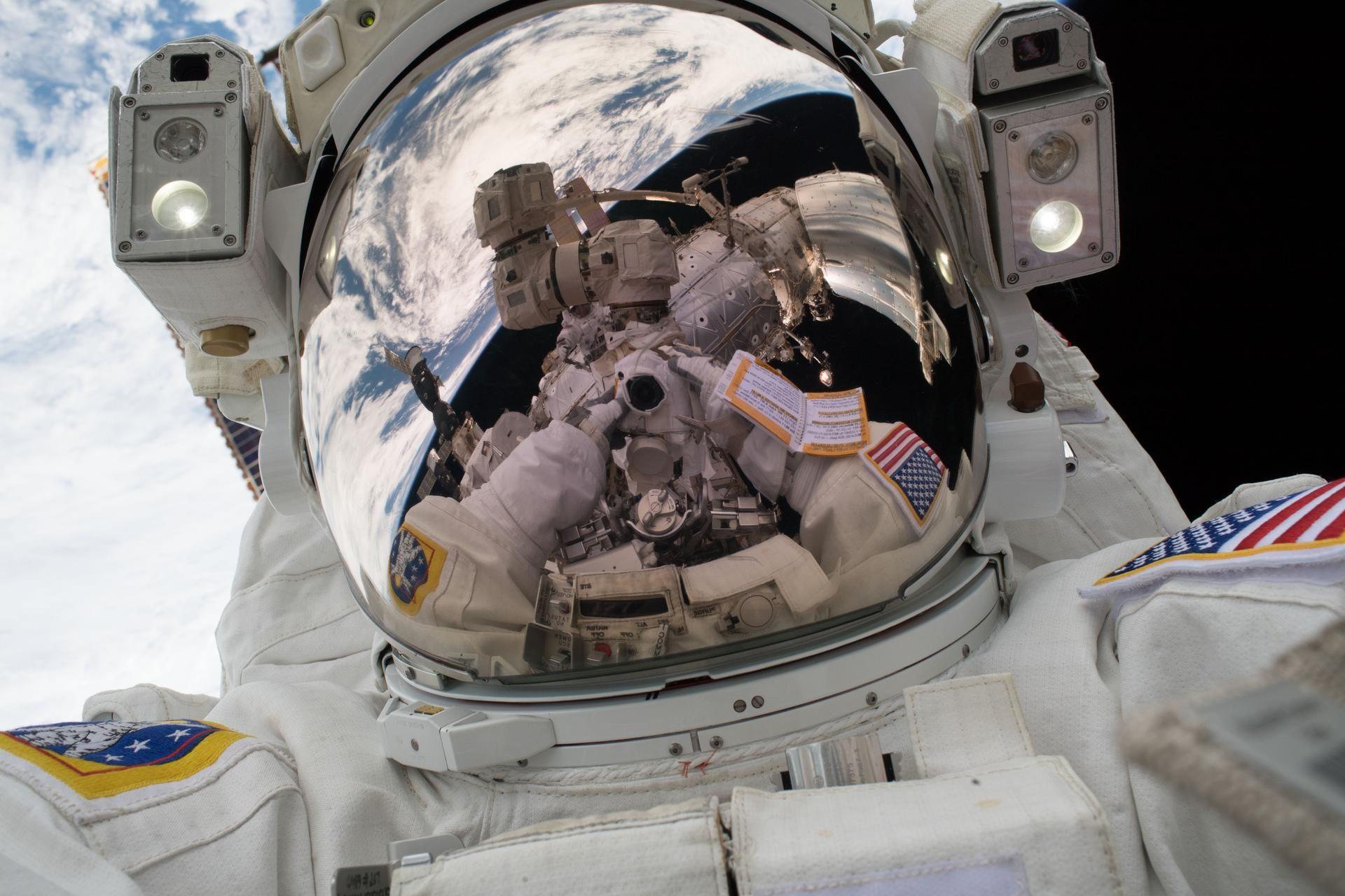 2_2_Spacewalk