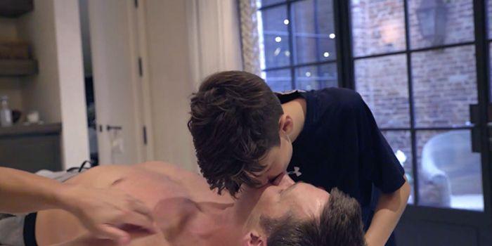 tom brady son kiss