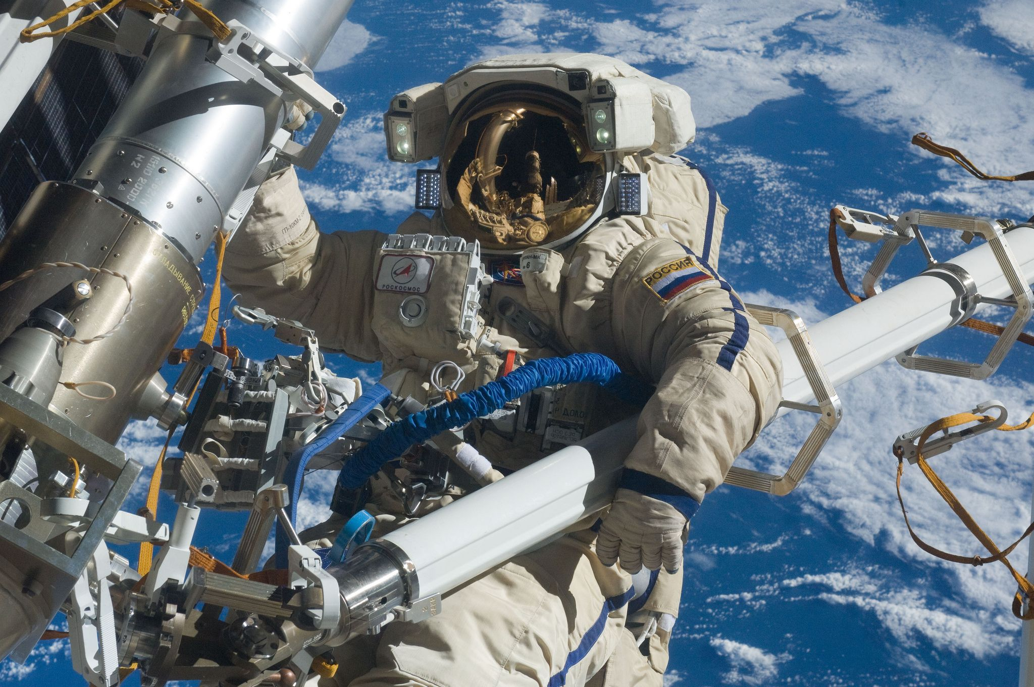 02_05_iss_astronaut_spacewalk