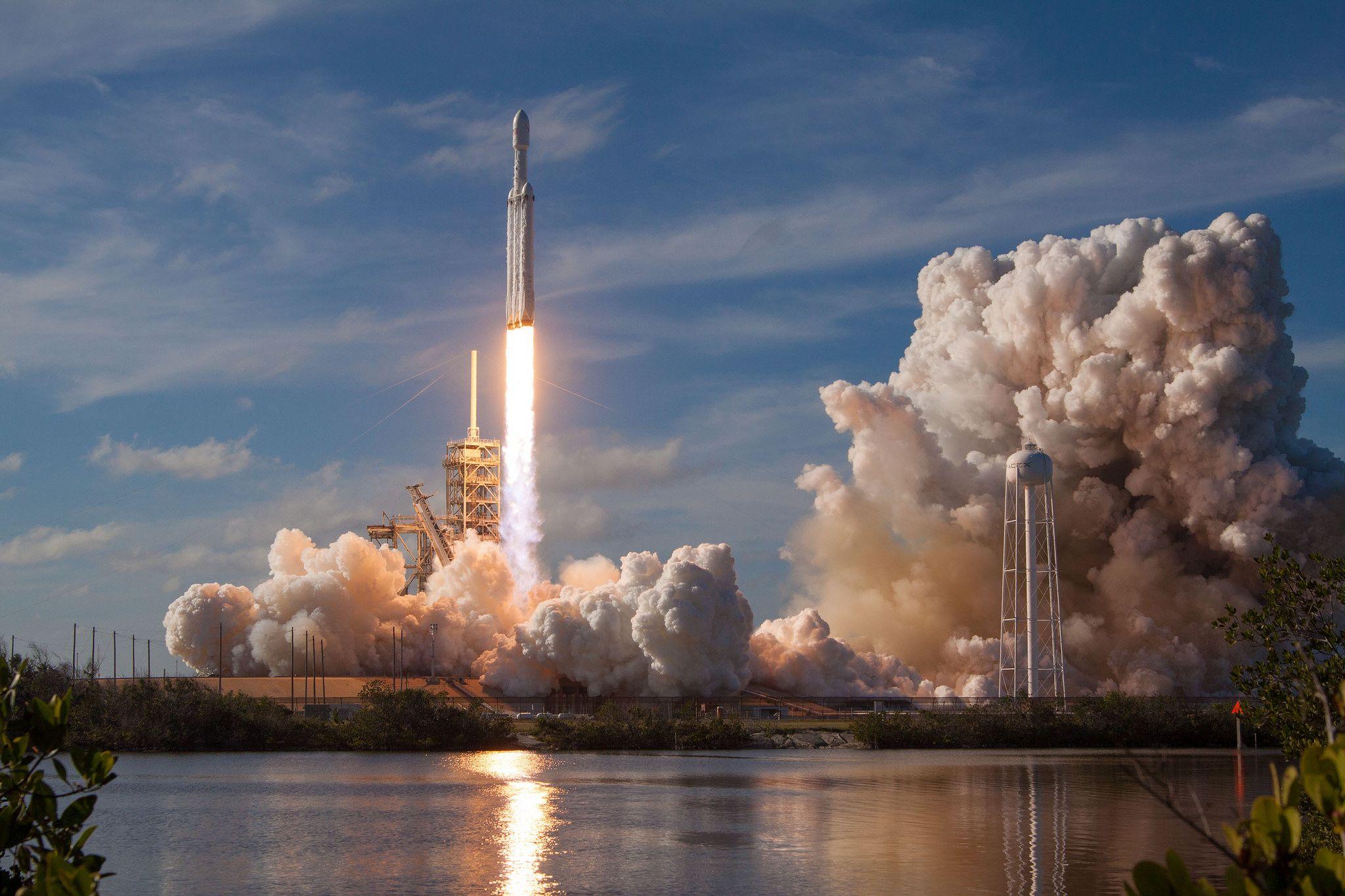2_7_Falcon Heavy Launch