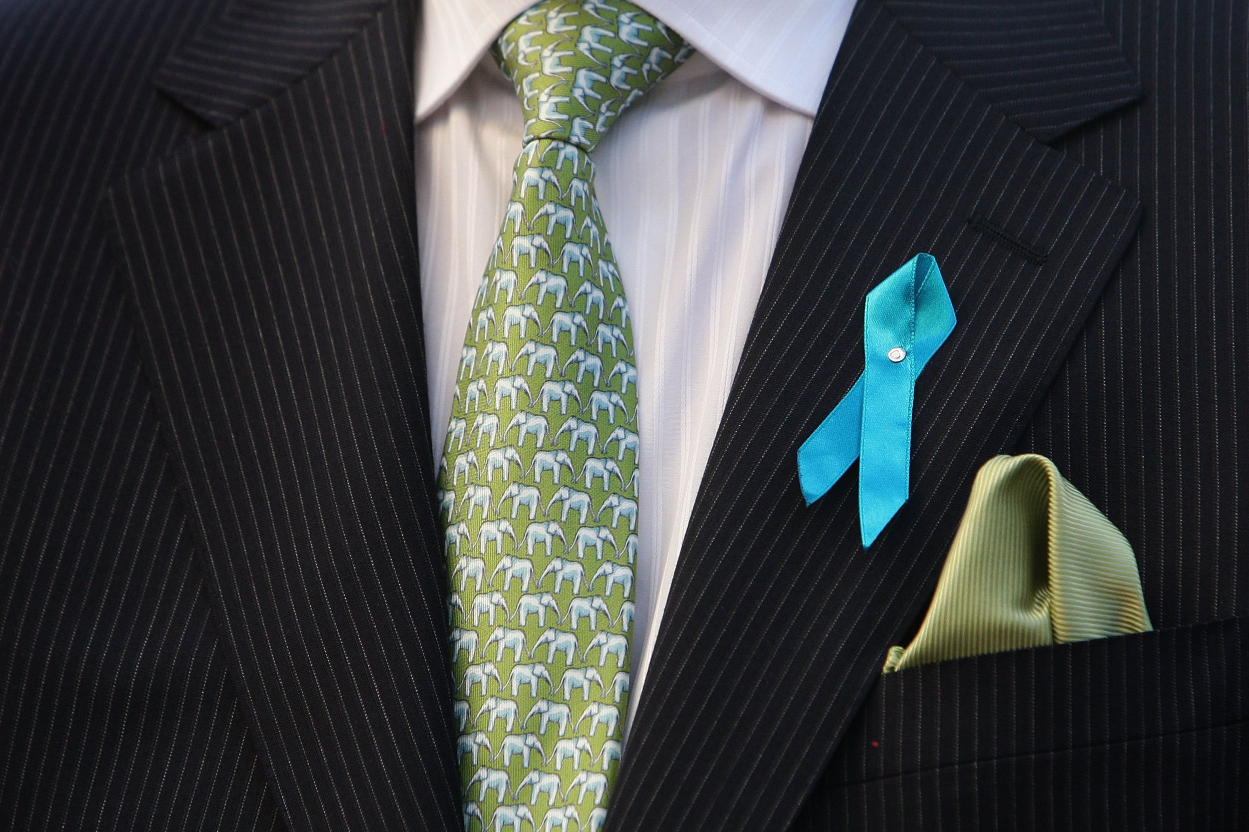 ovarian cancer ribbon man