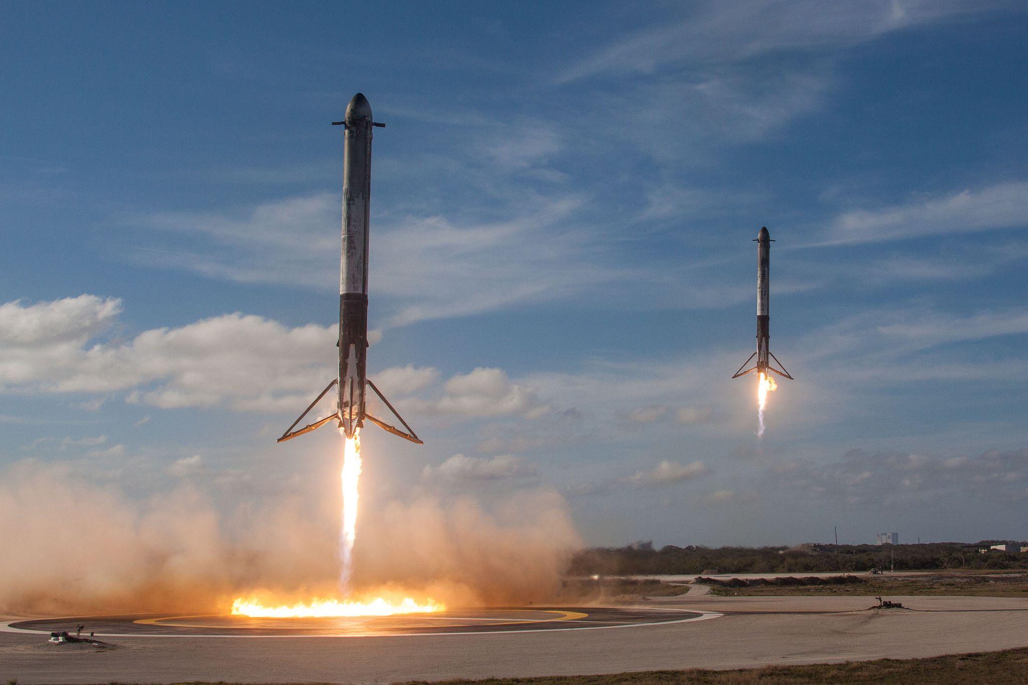 2_22_Falcon 9 rockets
