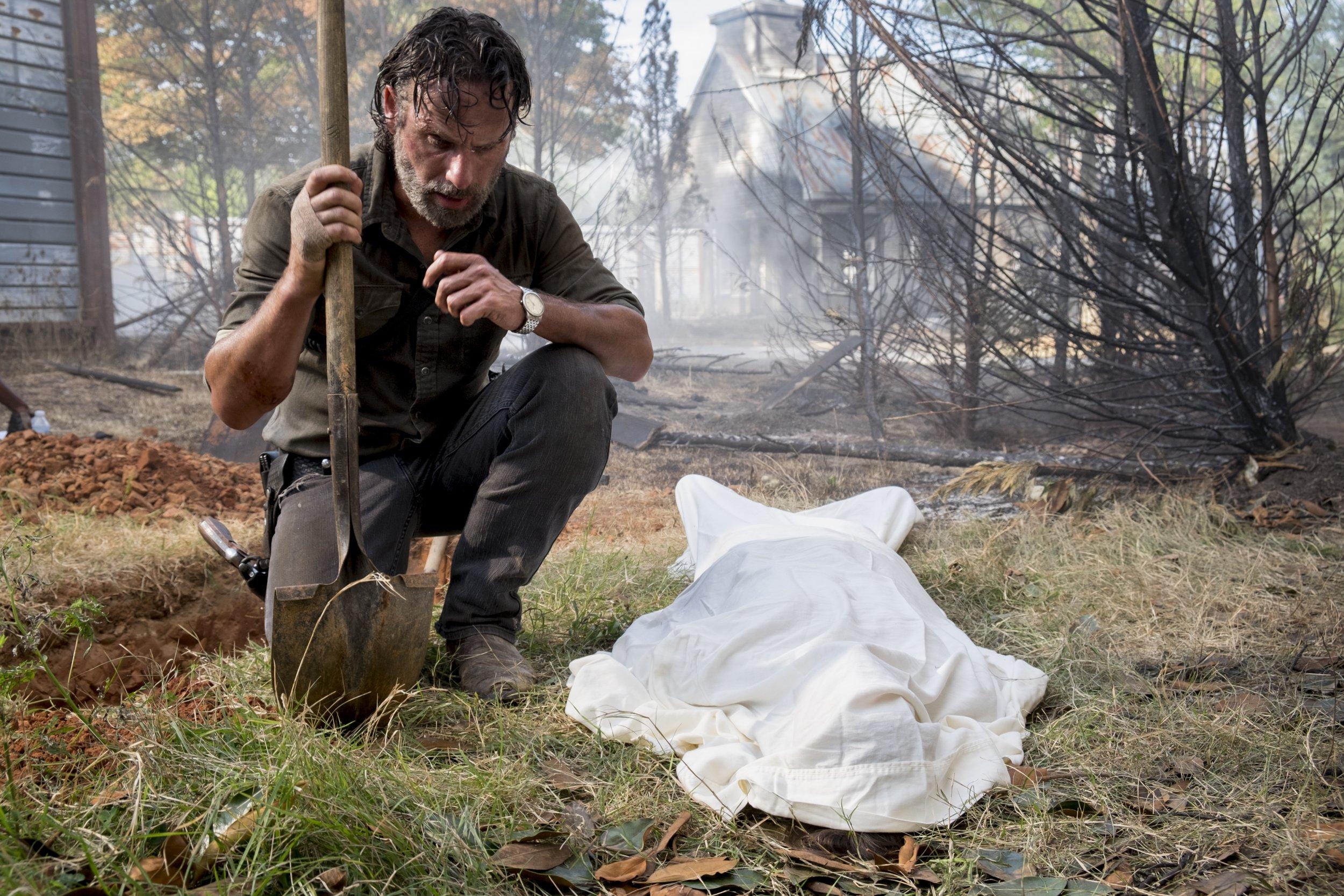 Walking Dead Rick buries Carl