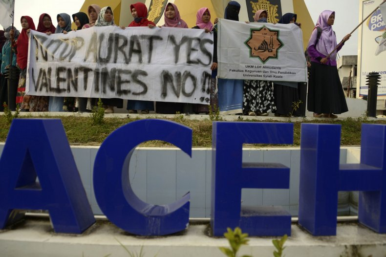 GettyImages-918156806 Banda Aceh Valentine's Day protest Muslim students