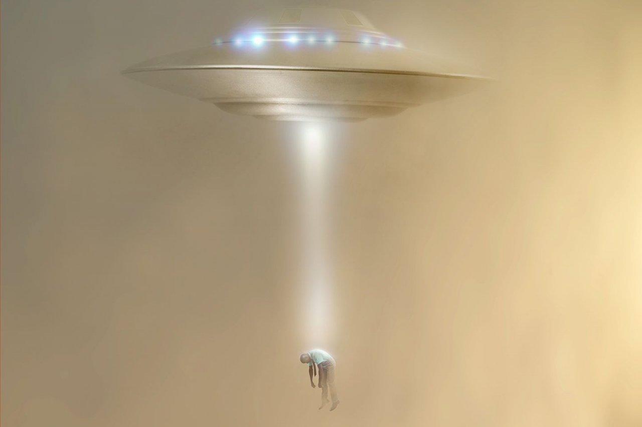 FE_Aliens_SIDEBAR_UFO_526940408_EDIT