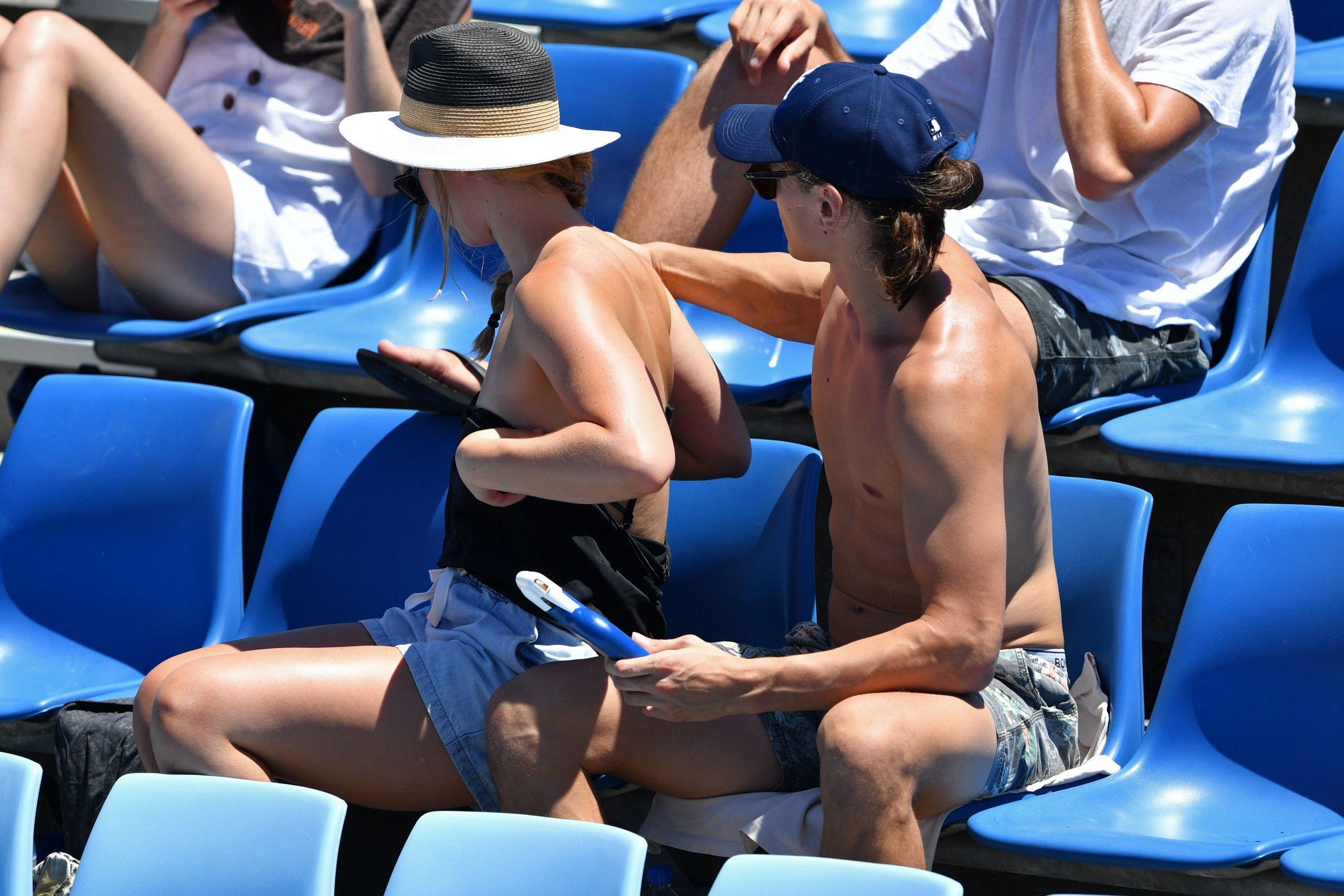 sunscreen lotion application