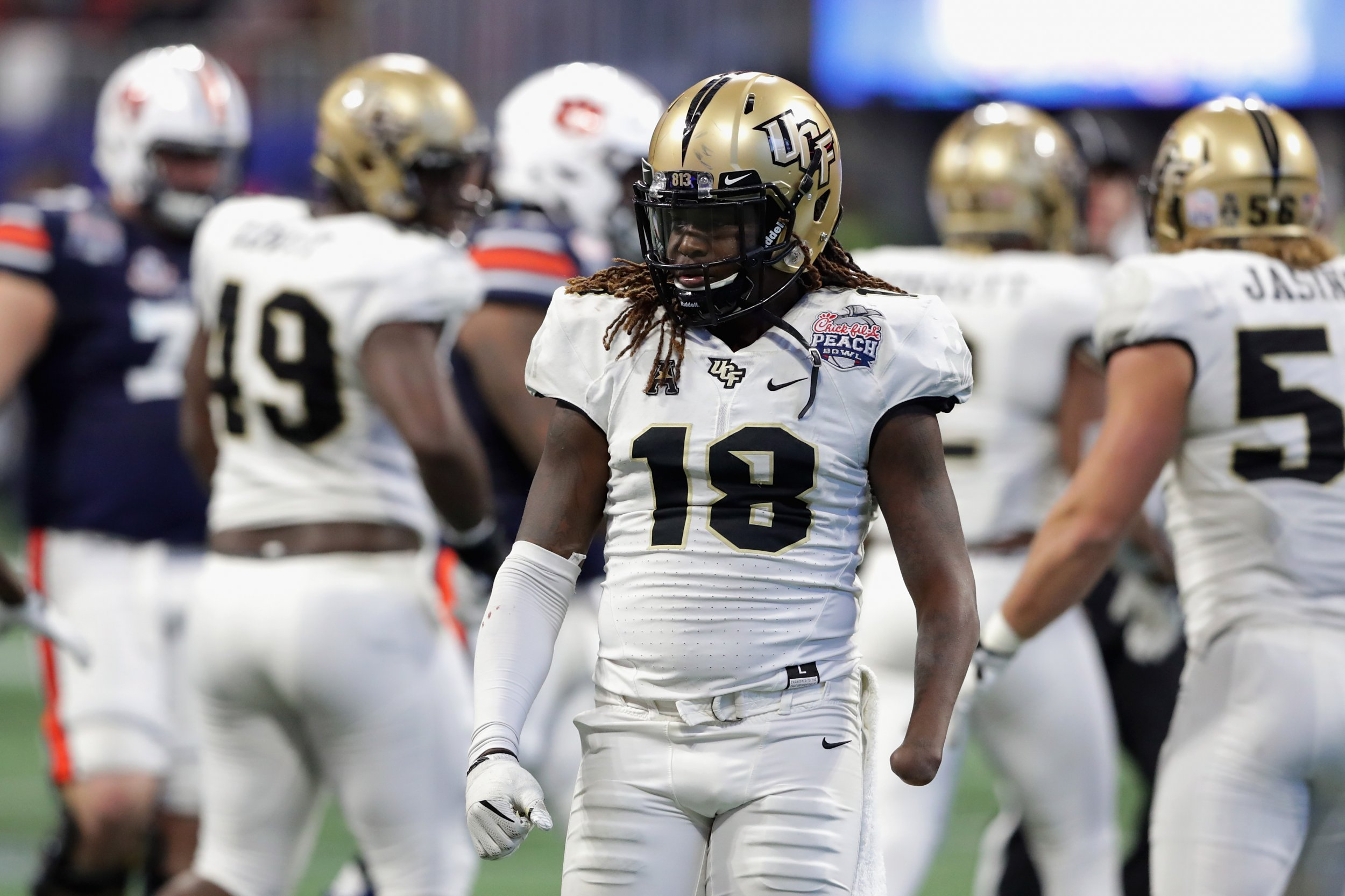 separation shoes 5ae91 32f20 One-Handed Shaquem Griffin Clocks Record Speed as He Shocks ...