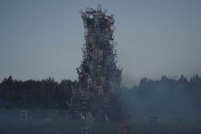 ravenous-zombie-netflix-horror-movie-chairs
