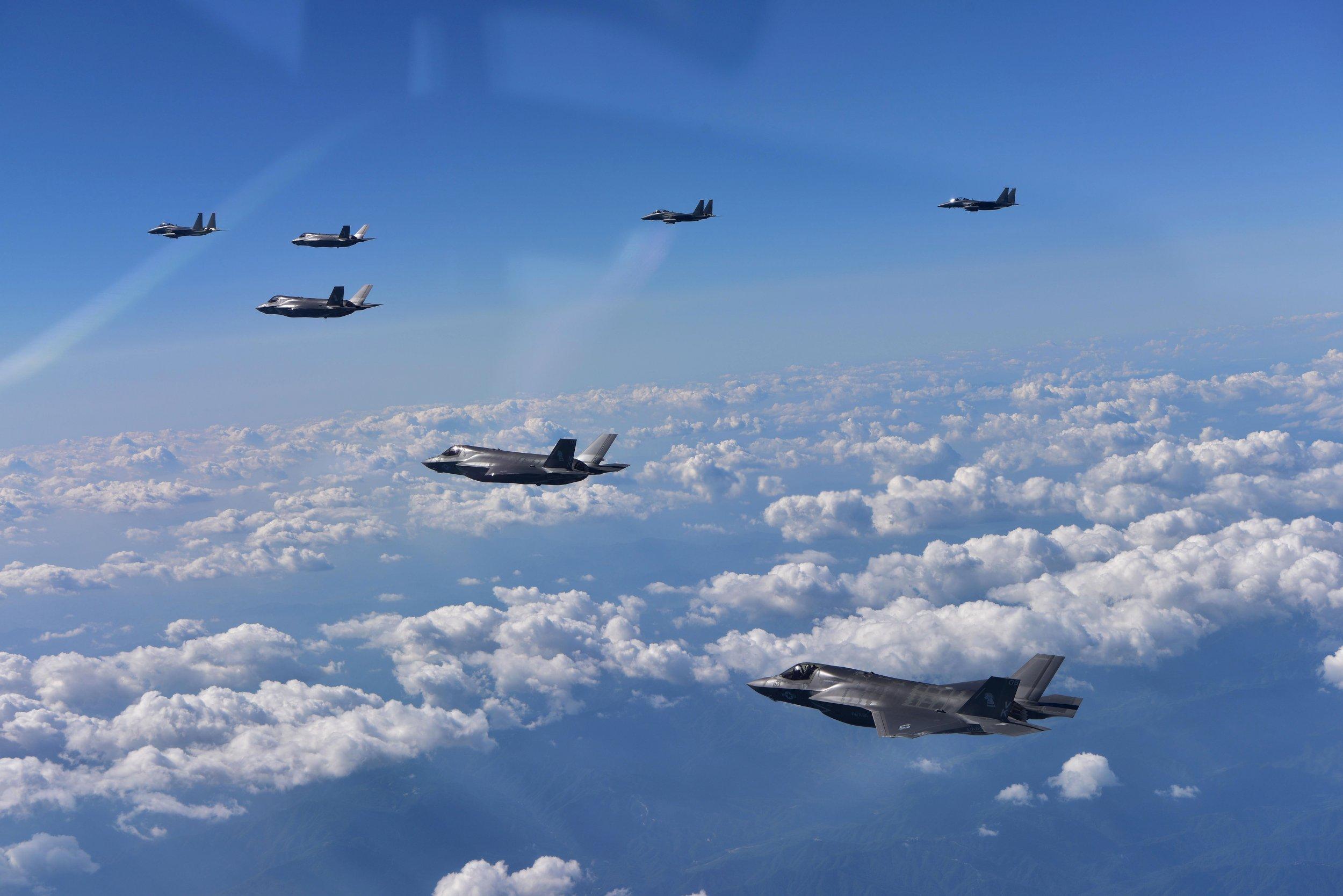 GettyImages-841131170 US warplanes near north korea