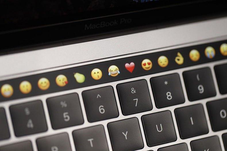 apple patent macbook keyboard touchscreen