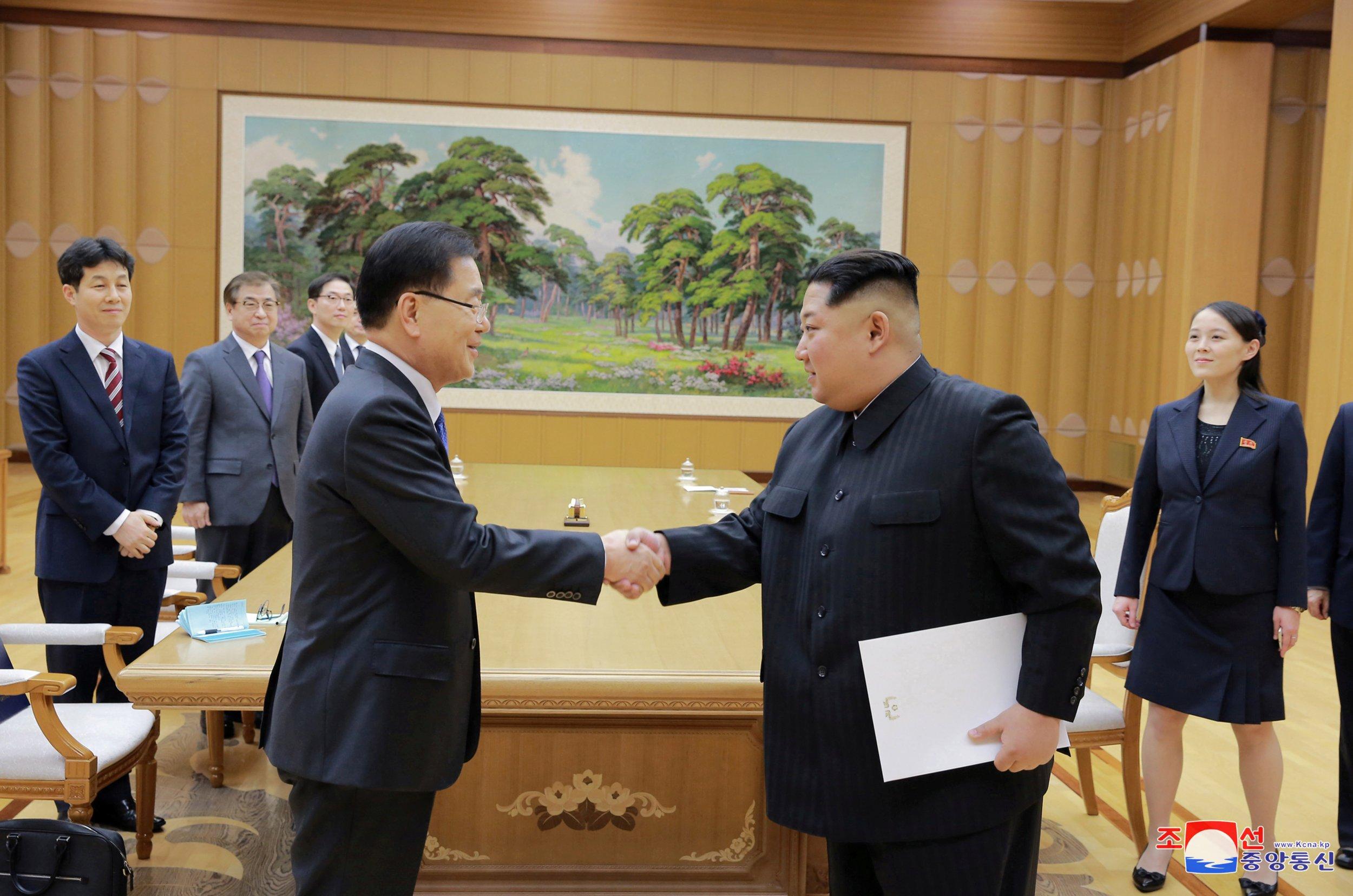 RTS1MB8X Kim Jong Un meets South Korean delegation Chung Eui-yong