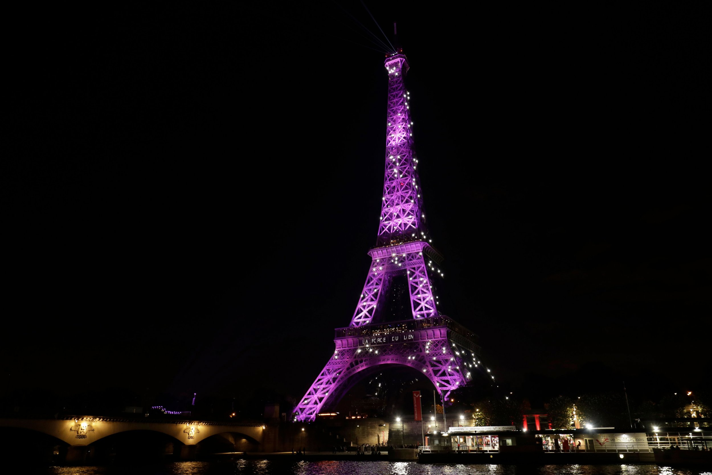 eiffel tower pink breast cancer