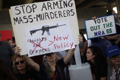 GettyImages-919618860 AR-15 gun protestors