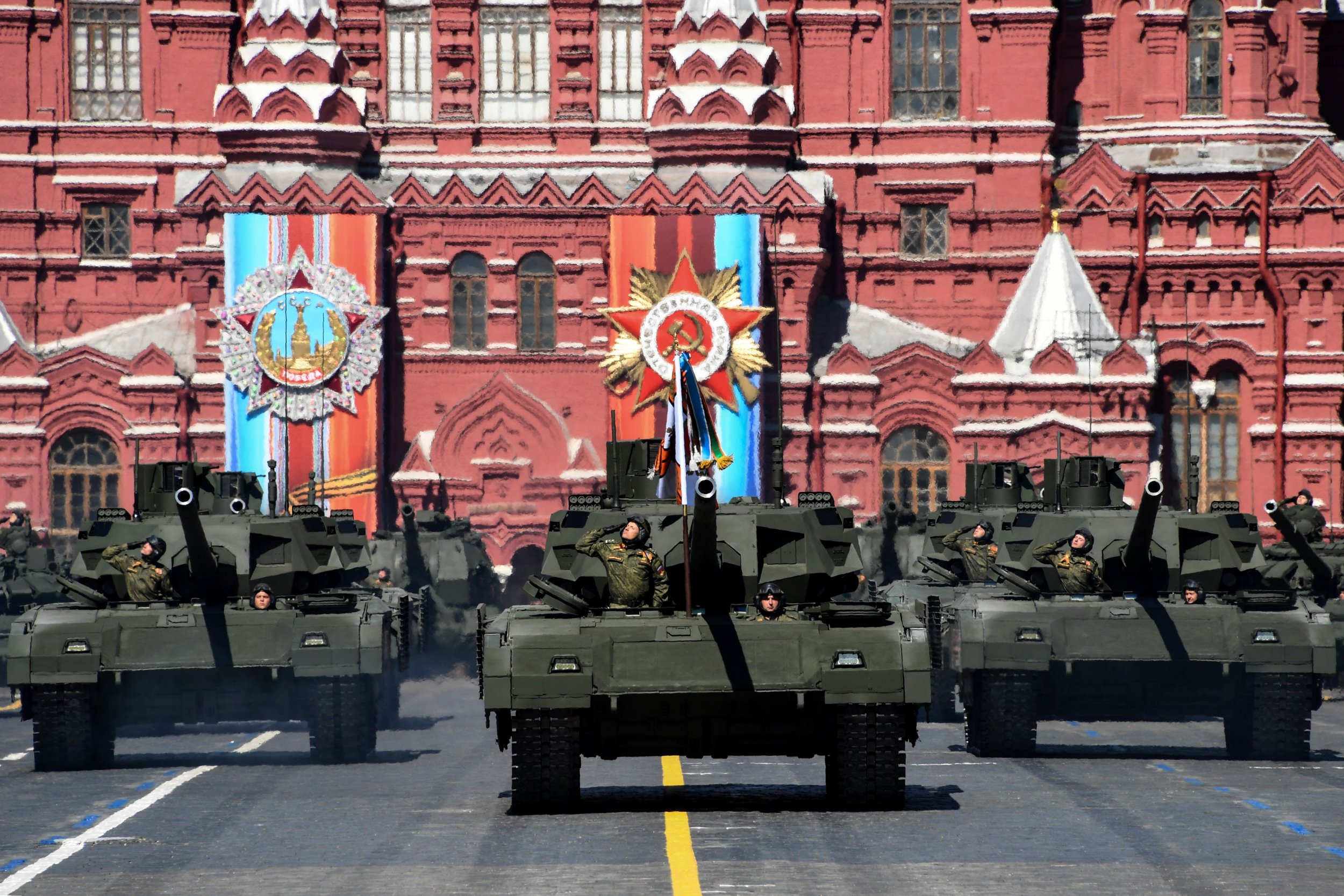 GettyImages-679902382 Russian tanks Red Square Moscow