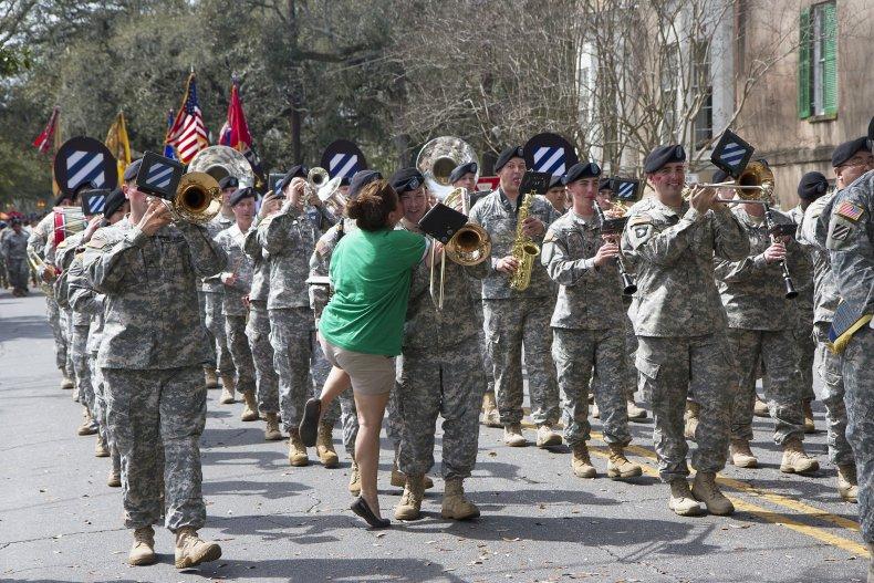 1825533 Savannah St. Patrick's Day parade kissing