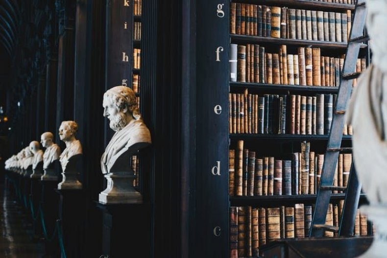 3_8_Library Busts