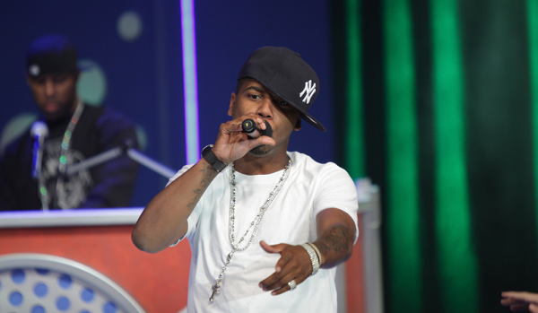 Rapper Juelz Santana turns himself in to face weapons charge