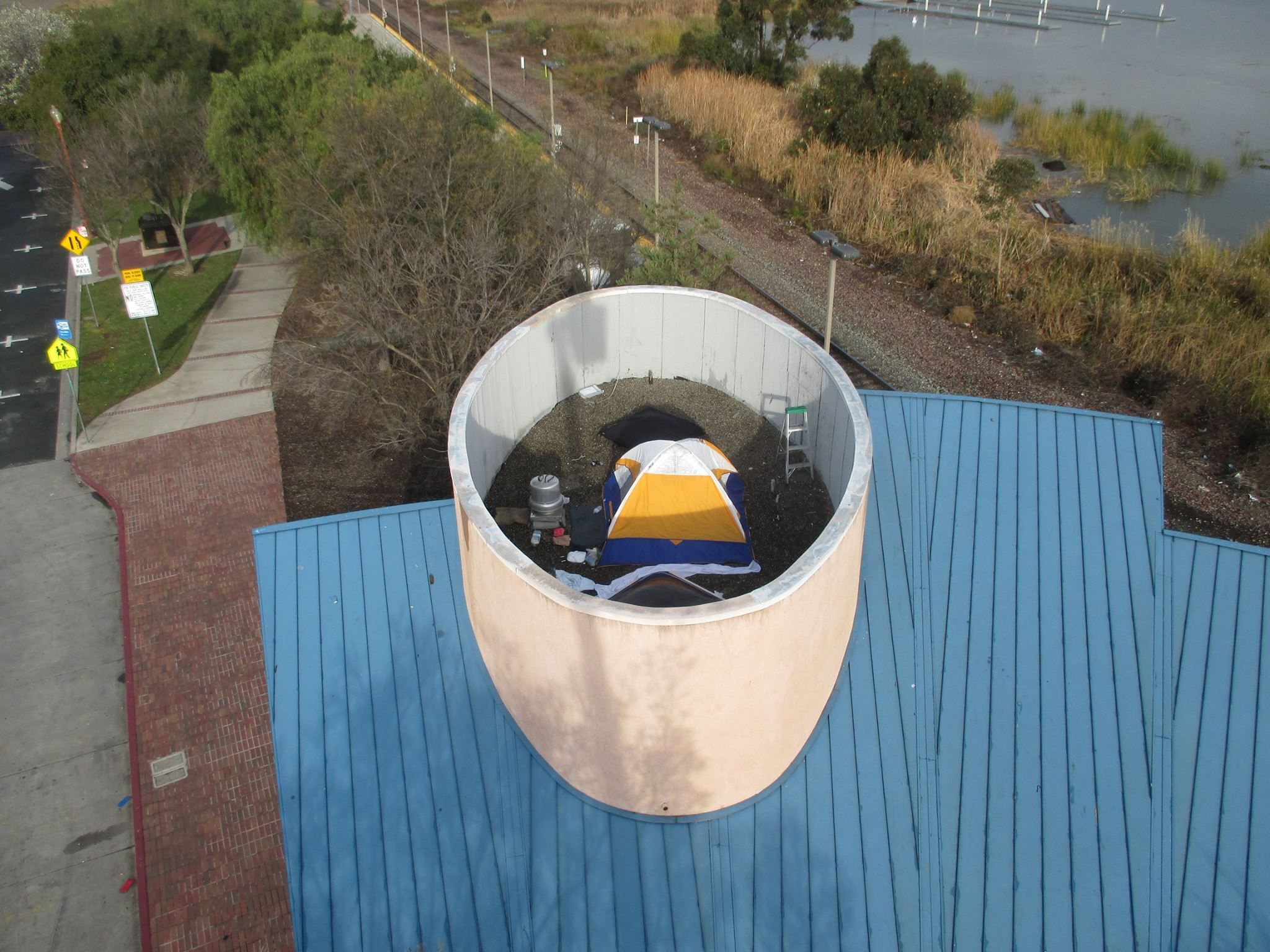 train-roof-camp