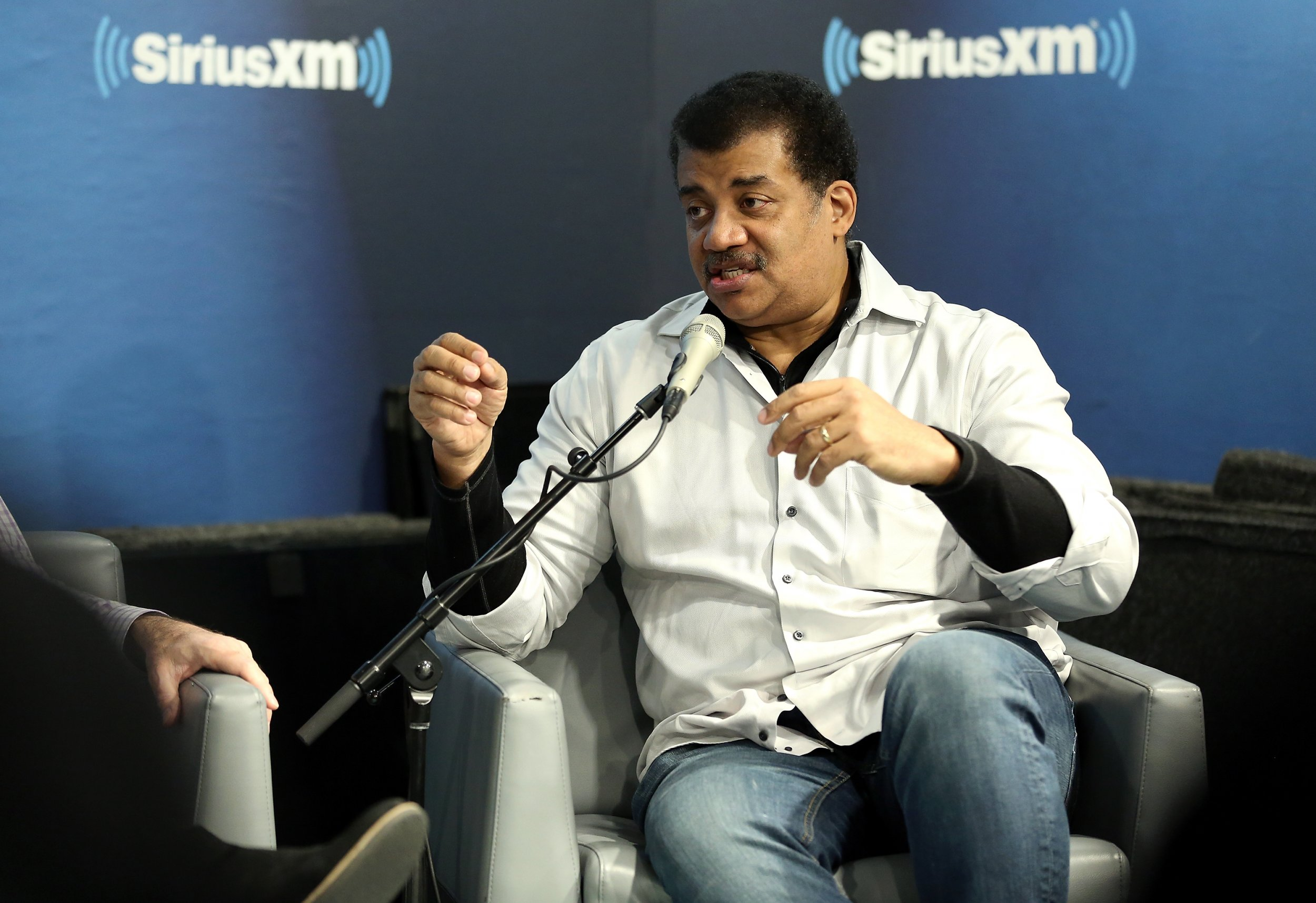 neil degrasse tyson explains why earth is not flat again says