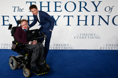 Eddie Redmayne Offers Tribute to Stephen Hawking