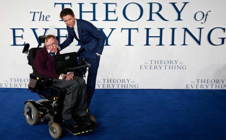 Eddie Redmayne Offers Tribute to Stephen Hawking