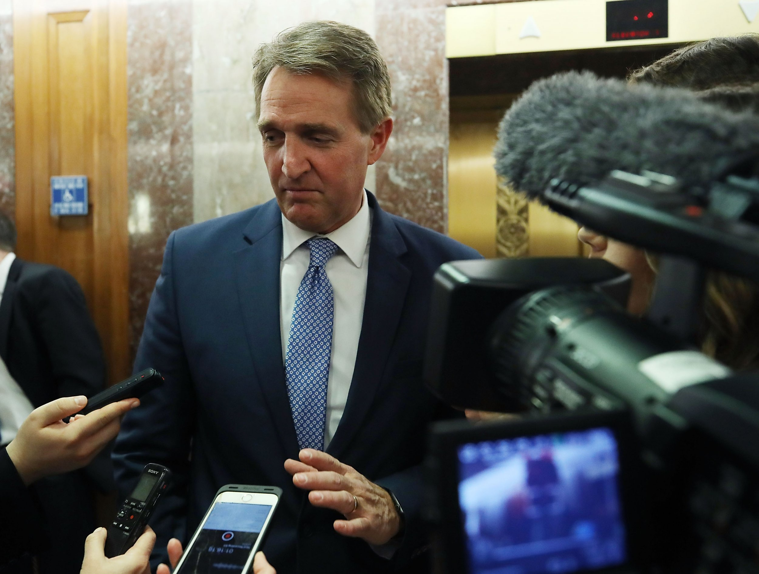 Can Jeff Flake Defeat Donald Trump? 'Things Can Unravel ...