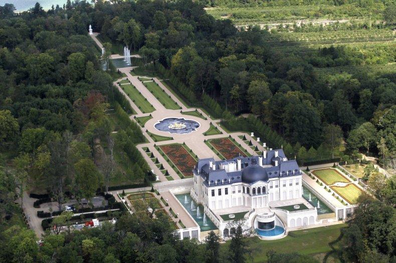 RTR2OWNF Chateau Louis XIV