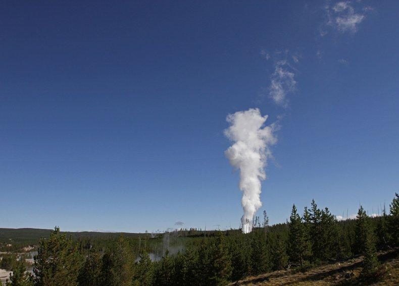 03_19_yellowstone_steamboat_geyser