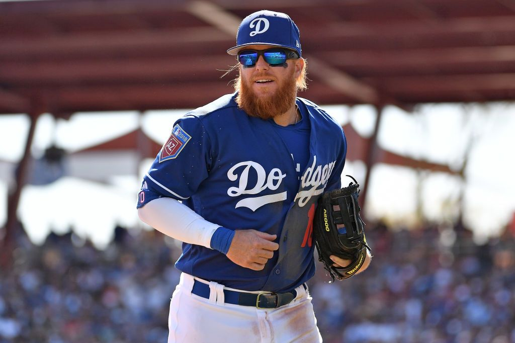 reputable site c8903 2a736 Watch: Dodgers' Justin Turner Hit By Pitch, Breaks Wrist