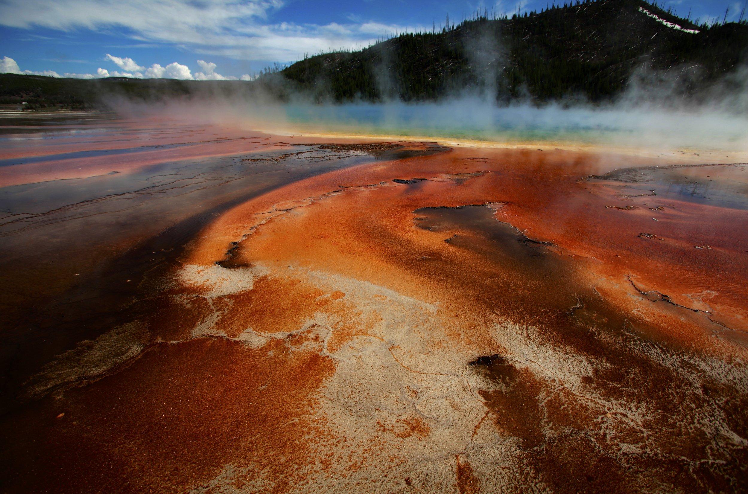 03_22_yellowstone_supervolcano_plume