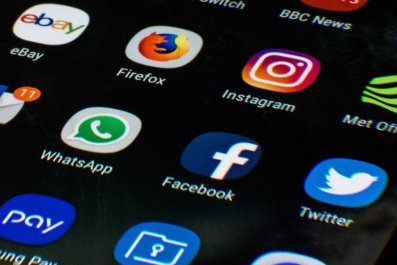 facebook, insta, whatsapp app icons