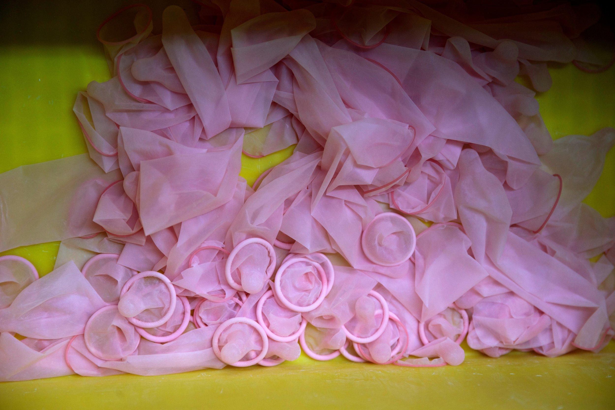 03_30_condoms