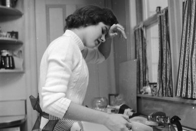 woman doing the dishes 1950